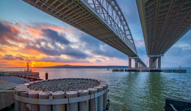 Крымский мост разлетелся на кусочки в зловещий день, есть погибшие: первые кадры