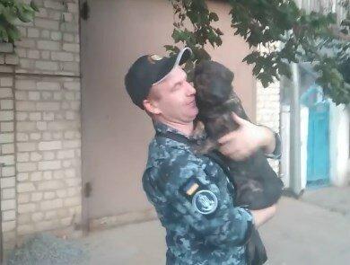 Украинский Хатико: 25-й член экипажа пес Джесси встретился с освобожденными моряками, трогательное видео