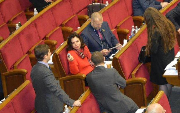 Голод не тітка: журналіст Знай.ua не дав спокійно поїсти голові Комітету з питань свободи слова