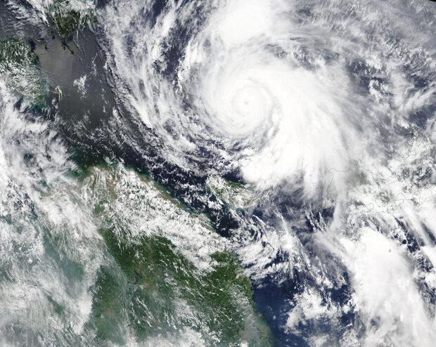 Супертайфун почав забирати життя: більше десятка загиблих, ще більше зникло безвісти