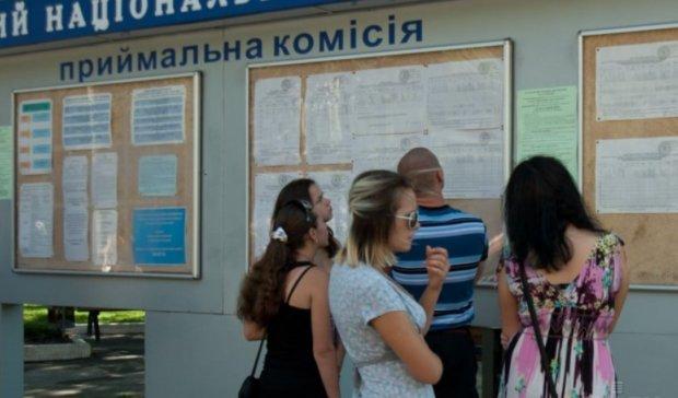 Готуйтеся до гіршого, сподівайтеся на краще: скільки коштує навчання в Україні