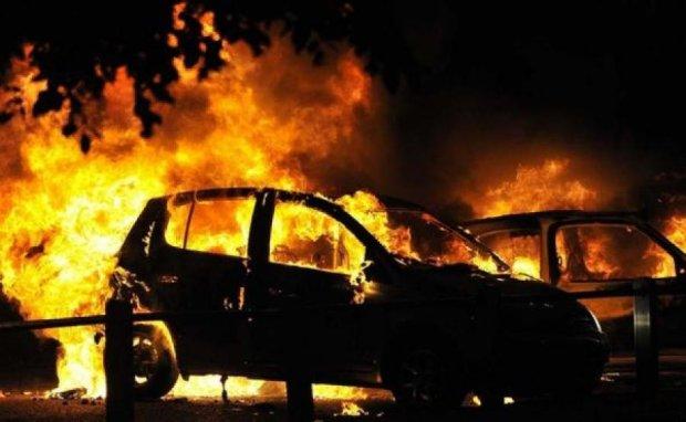 Пожежа знищила майже півтора десятка авто в Криму