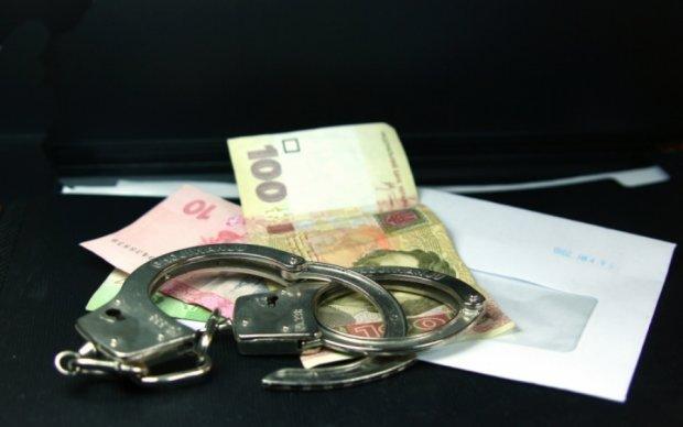 Силовики поймали тернопольского прокурора на взятке