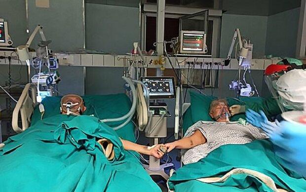 В Италии пара отпраздновала золотую свадьбу в больнице, фото: Daily Mail
