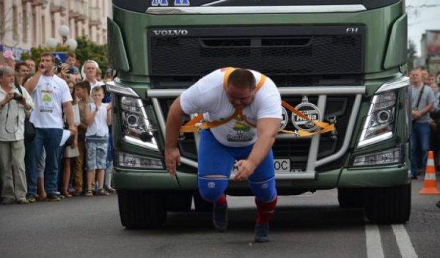 В Луцке прошли соревнования среди украинских силачей (фото)