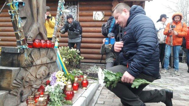 День Гідності і Свободи: українці схилили голови перед героями Майдану та полеглою Небесною Сотнею, ексклюзивні кадри