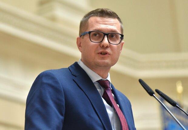 Зеленский назначил друга детства Баканова главой СБУ: пообещал изменить все за год