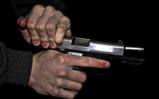 Обезумевший украинец открыл стрельбу в центре города, есть пострадавшие