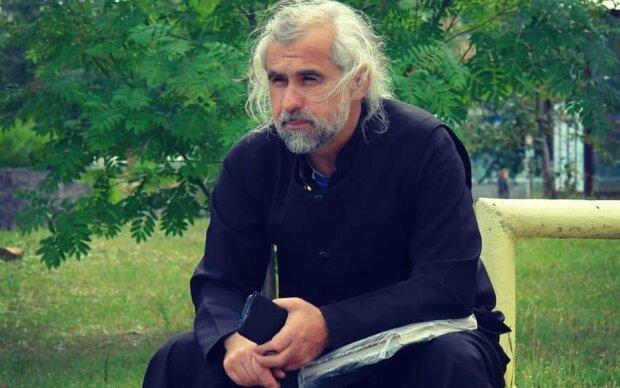 Домолився: священник з Барнаулу вигнав демонів з борделю