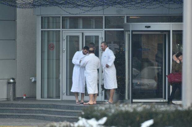 В элитном спортклубе Порошенко подсматривали за клиентами прямо в раздевалке: фотодоказательство