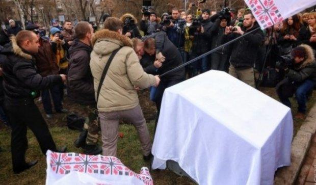 Активісти побилиися через виступаючого, який не знав української (відео)