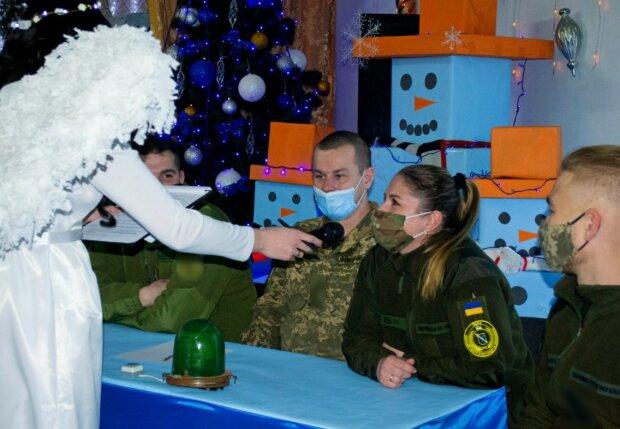 """Миколайчик прийшов навіть у район проведення ООС на Донбас: """"Кожен чекає свят"""""""