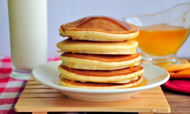Порадуйте себе ідеальним сніданком: рецепт справжніх американських панкейків