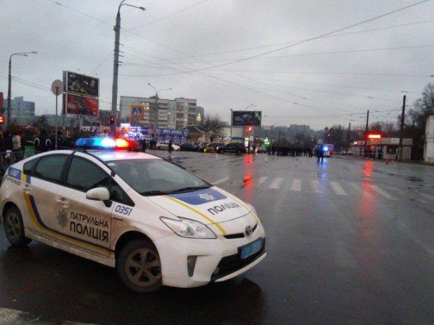 Масштабна ДТП у Харкові відправила копів у реанімацію, медики нічого не обіцяють: кадри з місця трагедії