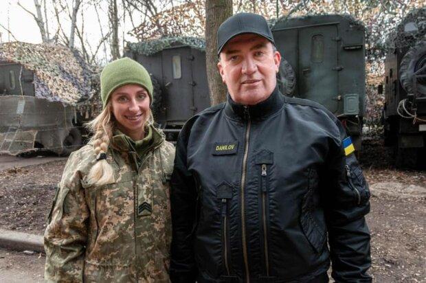 """Хрупкая украинка получила орден за спасенные жизни: """"На себе вынесла ребят с поля боя"""""""