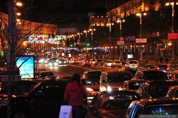 """""""Миллионы на понты"""": в сети прокомментировали дорогущие светофоры в центре Киева"""