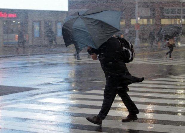 Погода на начало недели: стихия заставит украинцев запереться на все замки и спрятаться под одеяло
