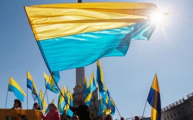 День Конституции Украины 2018: лучшие поздравления в стихах и открытках