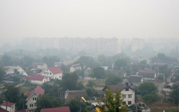 Україна потрапила під брудну чорну хмару: коли чадний смог відкриє небо і чого варто боятися