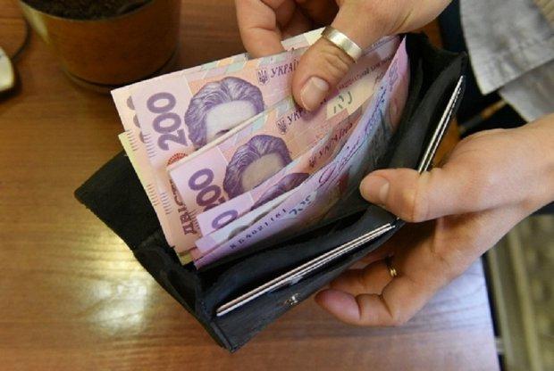 40 тысяч без опыта и образования: стало известно про порочную схему зарплат украинских госслужащих