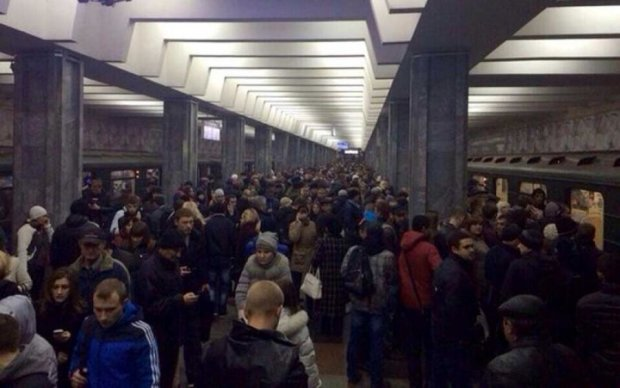 """Дві станції метро закрили через """"замінування"""""""