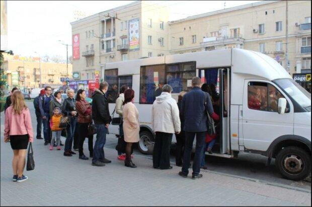 """В Запорожье быдло-маршрутчик набросился на пенсионерку: """"Обкладывал матом и угрожал"""""""