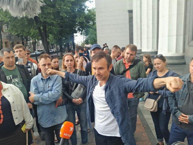 """Вакарчук розповів про коаліцію """"Голосу"""" та """"Слуги народу"""": чому партія співака не потрапила до більшості у Раді"""