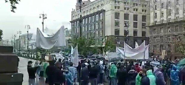 """Розлючені кияни нагрянули до Кличка, Хрещатик перекрито - """"Ні квартир, ні грошей!"""""""