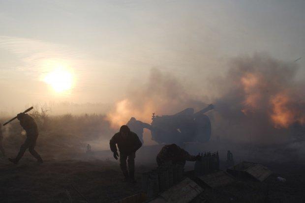 Пожежі і вибухи: на Донбасі оголошено режим найвищої тривоги, не працюють КПП