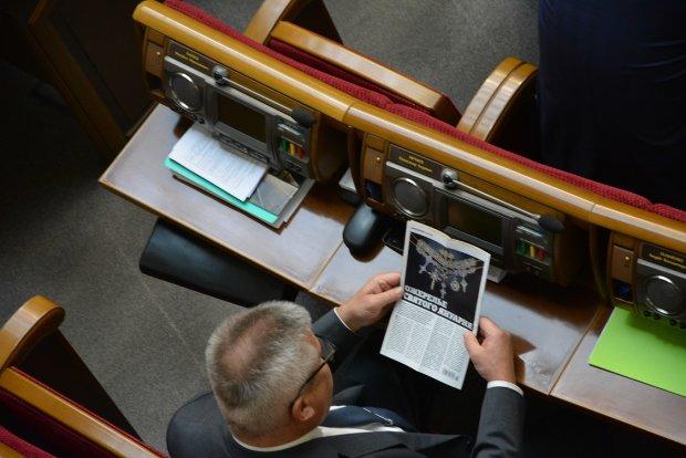 """Депутат з Оппоблока Олександр Нечаєв """"поклав око"""" на найдорожче намисто в світі?"""