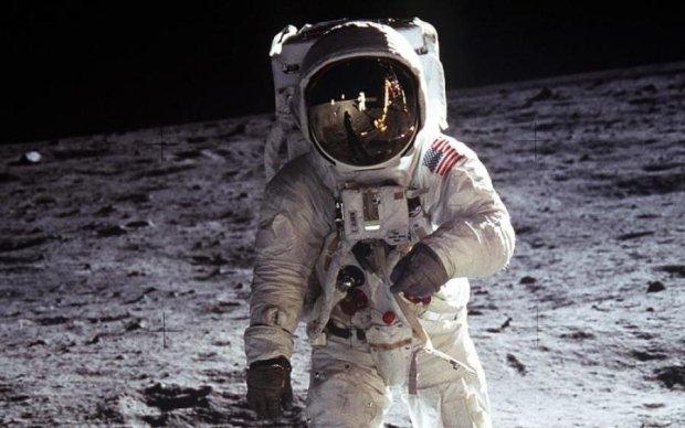 Помер відомий космонавт, який підкорив Місяць