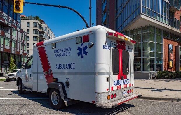 Не розкрився ні основний, ні запасний: жінка впала з шаленої висоти, медики були шоковані побаченим
