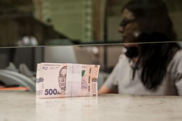 Украину заполонили фальшивые гривны: как не попасть на удочку мошенников