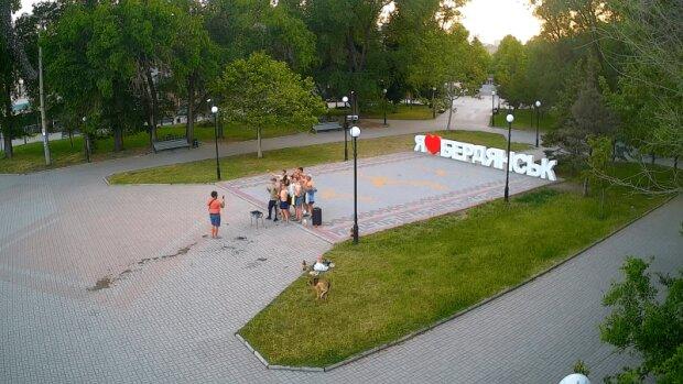 """На курорті під Запоріжжям туристи пiдсмажили на головній площі, але копи """"проморгали"""" шашлики"""