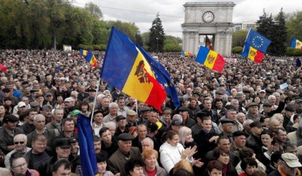 В Кишиневе тысячи митингующих требуют отставки правительства