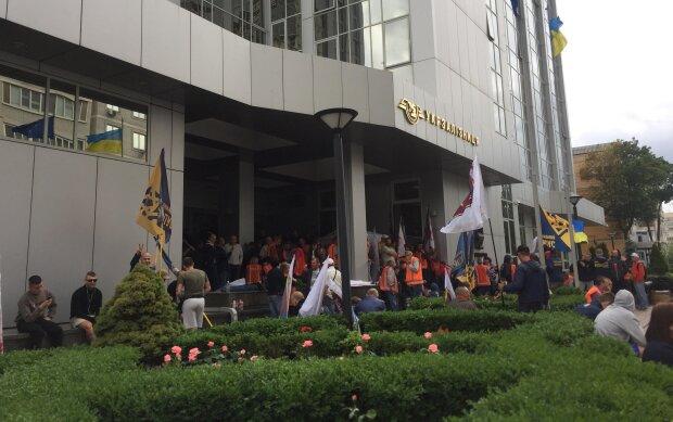 """""""Укрзалізниця"""" анонсувала свій Майдан, людей просто виставили на вулицю: 120 тисяч скорочень - за раз"""