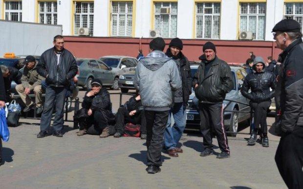 Не чекали: заробітчани вбили пенсійну систему України