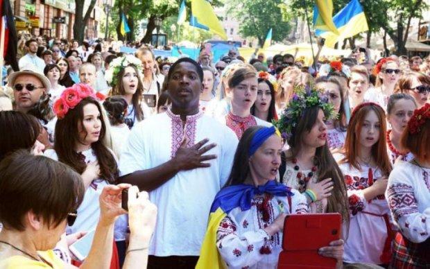 Українці зізналися, як ставляться до мовних квот на ТБ та радіо