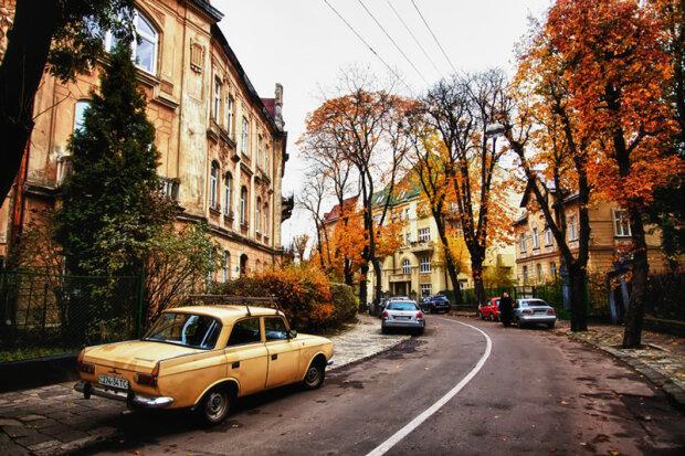 Стихия подарит украинцам настоящую осень: запасайтесь чаем и пледами, тепла не будет