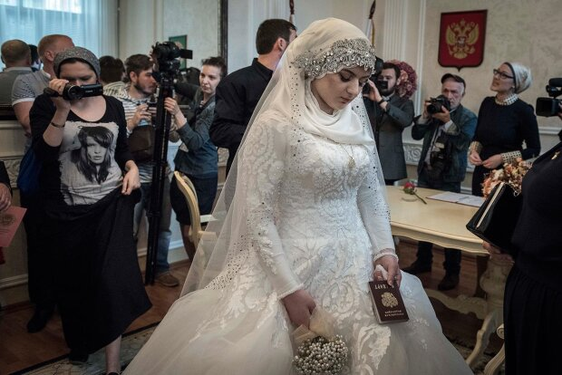 """Чеченець вибачився перед Кадировим за сльози на весіллі: нема чого розводити """"сирість"""""""