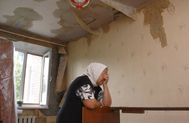 """У київській квартирі просто зі стелі полилась вода: """"Що нам робити напередодні зими"""""""