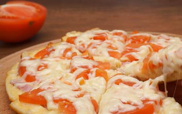 Піца на сковороді, скріншот: YouTube
