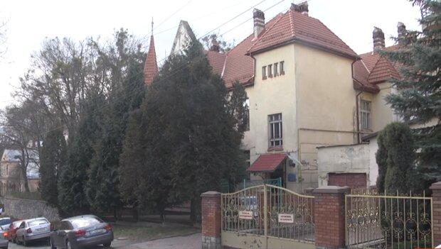 Львовские депутаты вышвырнули детей с инвалидностью на улицу, чтобы нагреть руки на психдиспансере