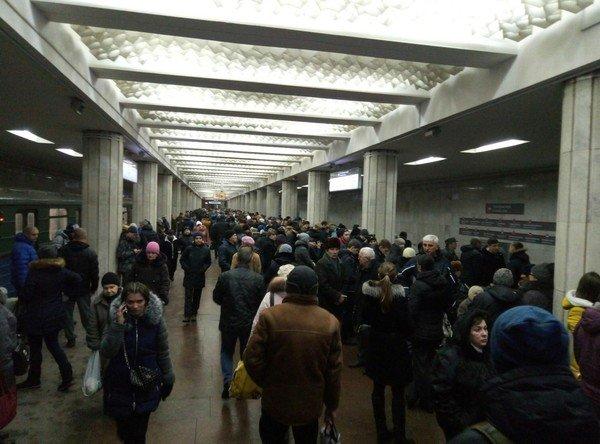 Харковчане устроили дикую давку в метро: в шаге от трагедии, дикие кадры