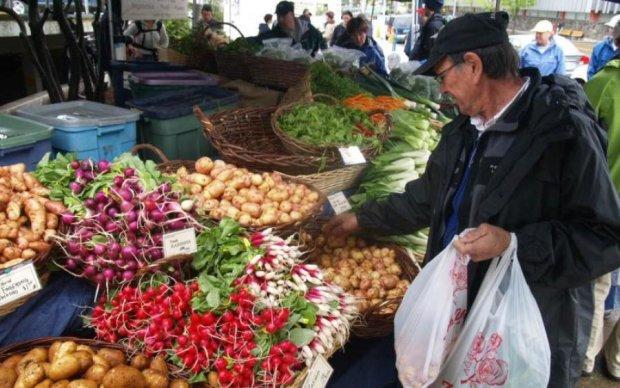 Самі винні: продукти дорожчають через паніку покупців
