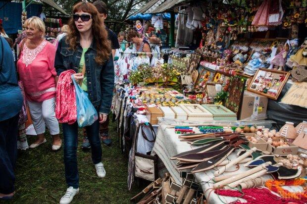 С коноплей – можно: в Киеве провели необычную ярмарку, - страшный сон копов