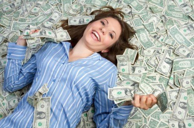 Счастье в деньгах: этим знакам Зодиака крупно повезет в 2019
