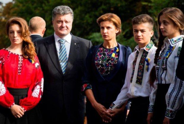 Порошенко разом з родиною поспіхом втік з України: куди і чому зник колишній президент після допиту