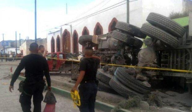 Півсотні мексиканських паломників постраждали у ДТП