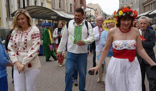 Москвичі відзначили Свято вишиванки на Старому Арбаті